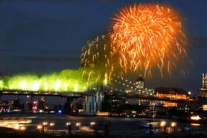 New York Lands: Fireworks Over the Brooklyn Bridge